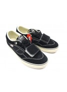 Vans U Mtn Edition Low - Men's Shoes Black/ Buff White